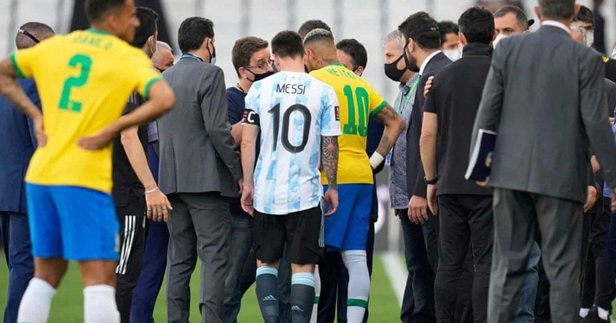 Messi: 'Tại sao trận đấu diễn ra mới bắt đồng đội của tôi?'
