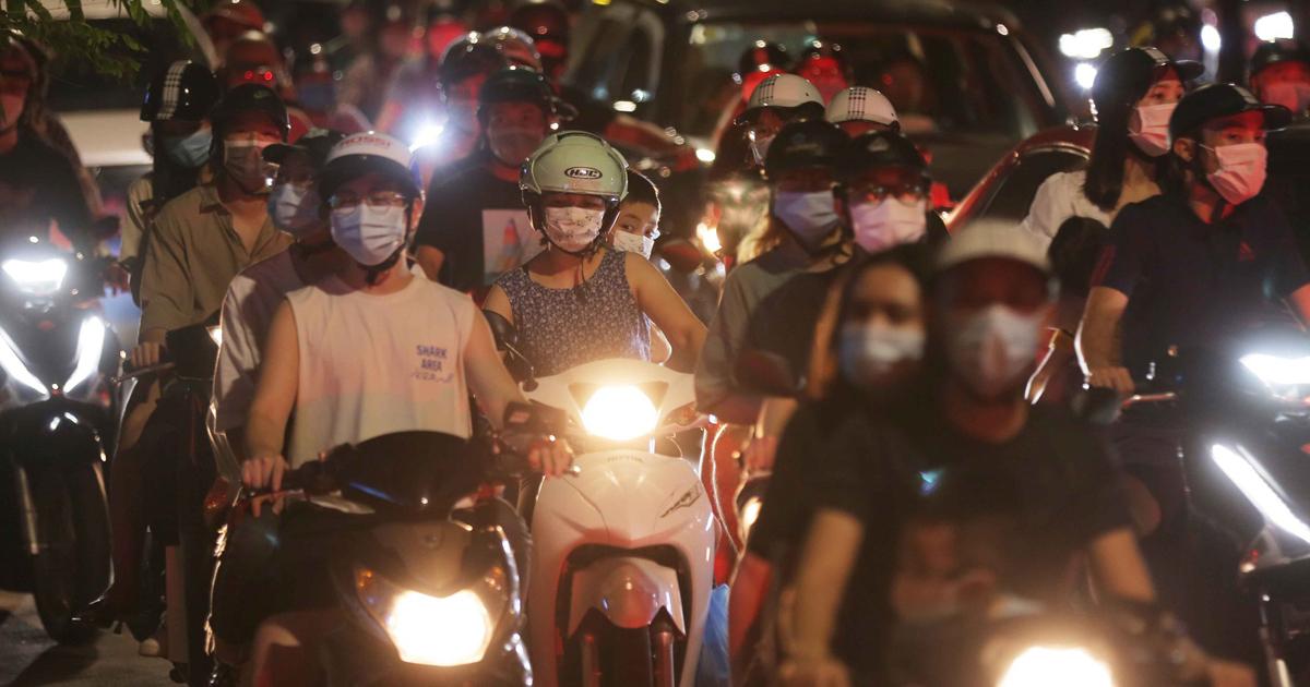 """Trả giá đắt vì """"biển người"""" đêm trung thu, nguy cơ dịch bùng ở Hà Nội"""