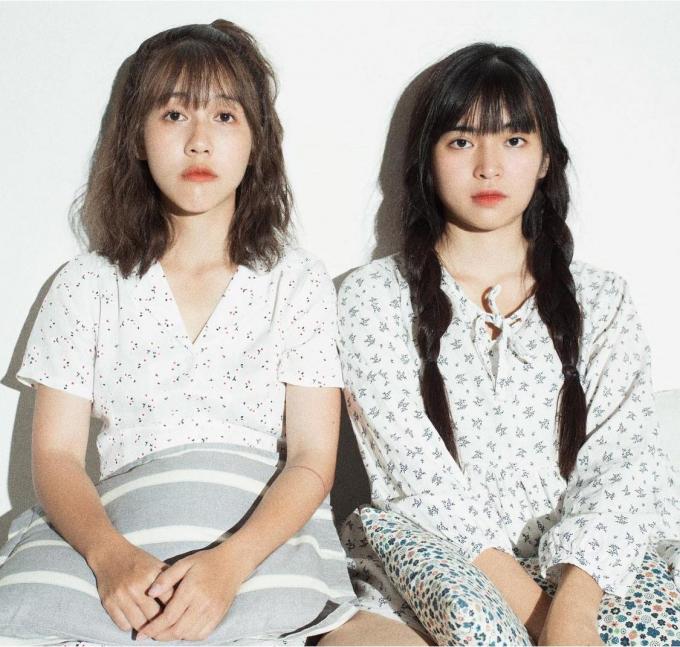 Hậu Hoàng tung bộ ảnh chị chị em em cùng Khánh Vân, nhìn cưng xỉu thế này ai cũng muốn làm rể