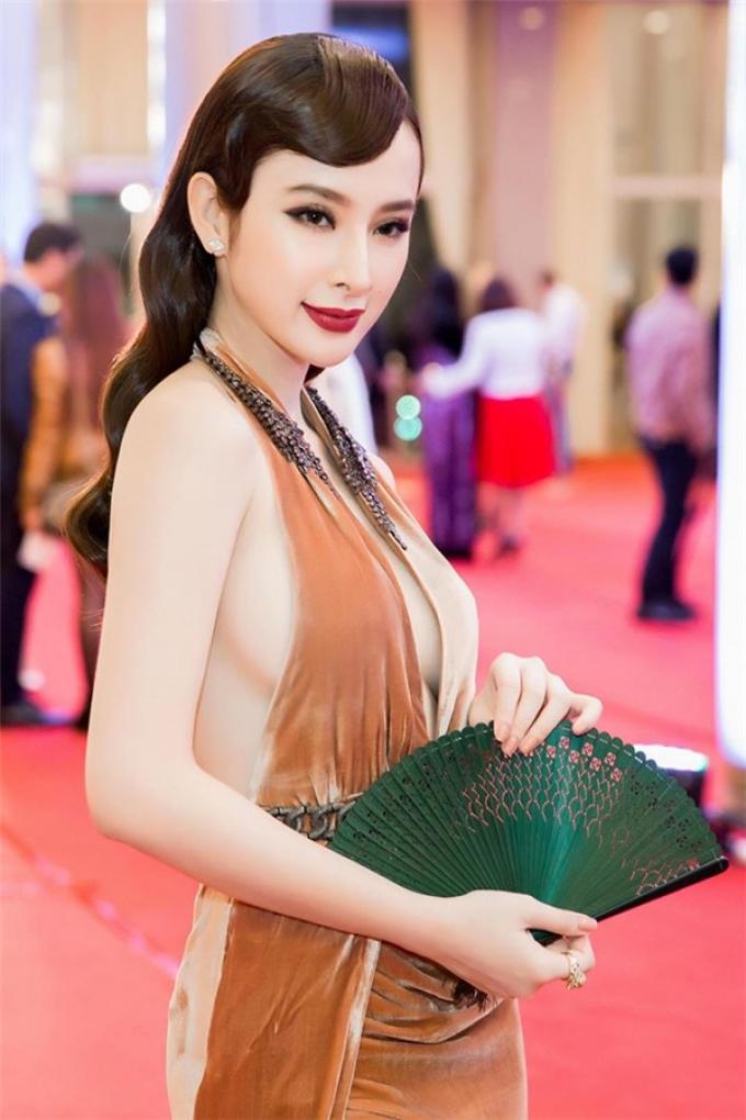 Định nghĩa đẹp từ tâm ấn tượng như Angela Phương Trinh, nét nàng thơ khiến bao người mê mẩn
