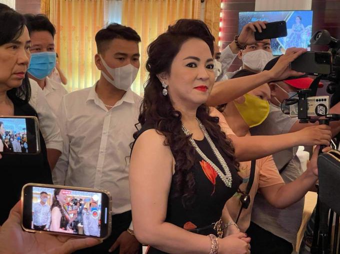 """NSƯT Kim Tử Long lên tiếng """"sâu kín"""" với Phương Hằng: Nghệ sĩ có người tốt người xấu đừng vơ đũa cả nắm"""