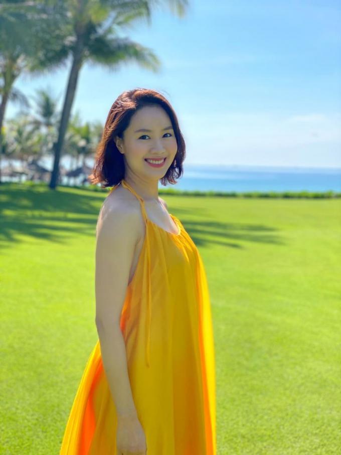 Hồng Diễm khoe nhan sắc gợi cảm ở tuổi tứ tuần: Mẹ 2 con mà vóc dáng vẫn thon thả đáng ngưỡng mộ