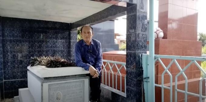 NS Duy Phương đi viếng mộ ba, cầu cho khán giả chuyển… tiền để thực hiện nghệ thuật