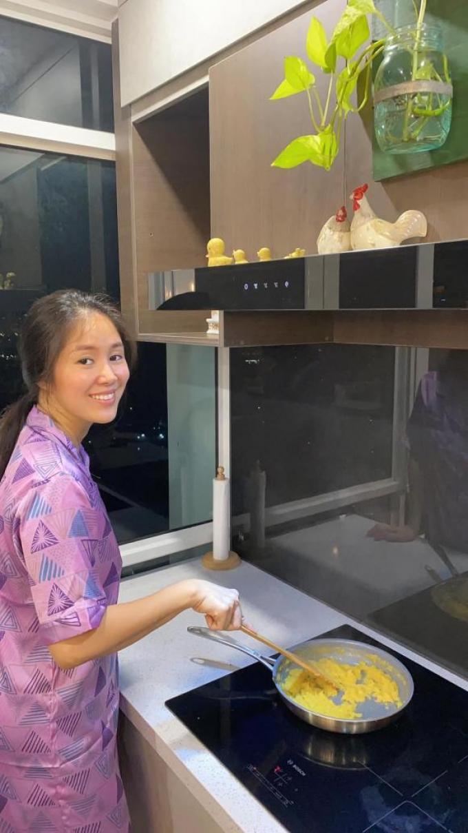 Diễn viên Lê Phương mùa dịch: Trổ tài làm vợ đảm, nấu vạn món ngon chẳng kém ngoài tiệm