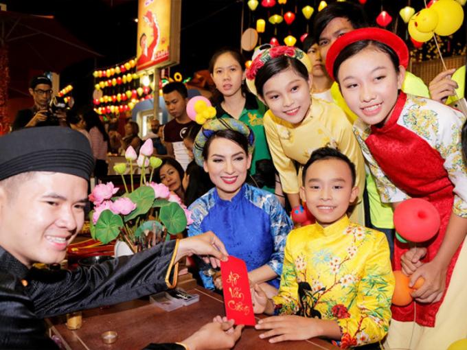 Hé lộ gia cảnh nghèo khó phải chạy ăn từng bữa của chị gái Hồ Văn Cường, quản lý Phi Nhung nói gì?