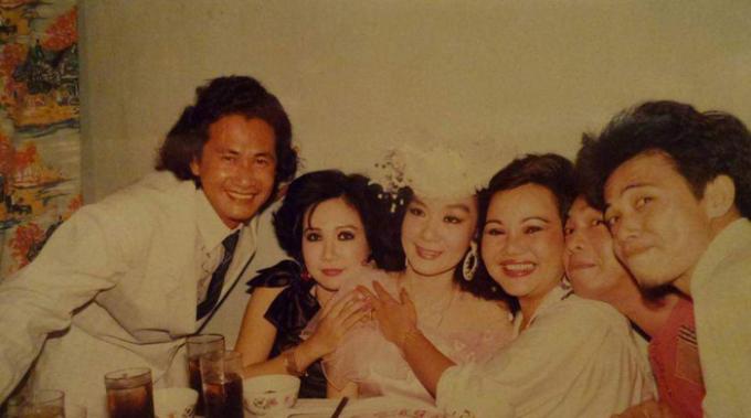 Đám cưới siêu khủng thập niên 90 của nữ hoàng Tân cổ, vượt 3 rào cản mới vào được nhà cô dâu