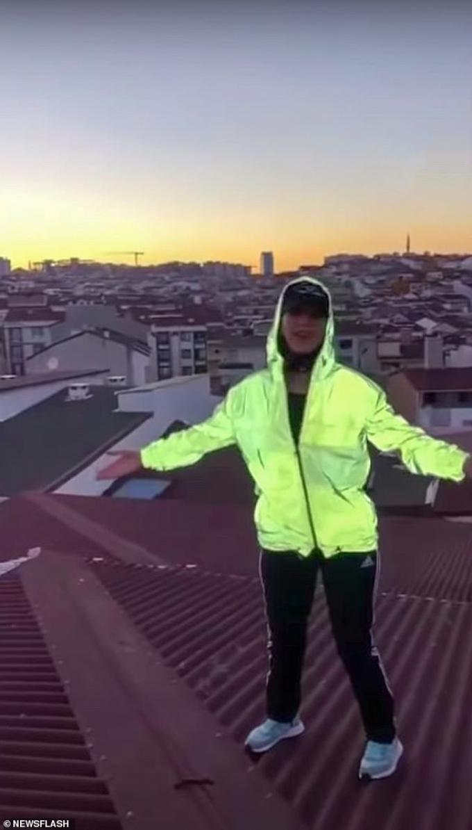 Ám ảnh giây phút cuối đời của nữ TikToker, đang sống ảo trên mái nhà thì mất