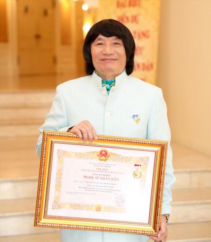 Ông hoàng cải lương Minh Vương: Sống bình yên sau bạo bệnh, hôn nhân 30 năm vẫn hạnh phúc
