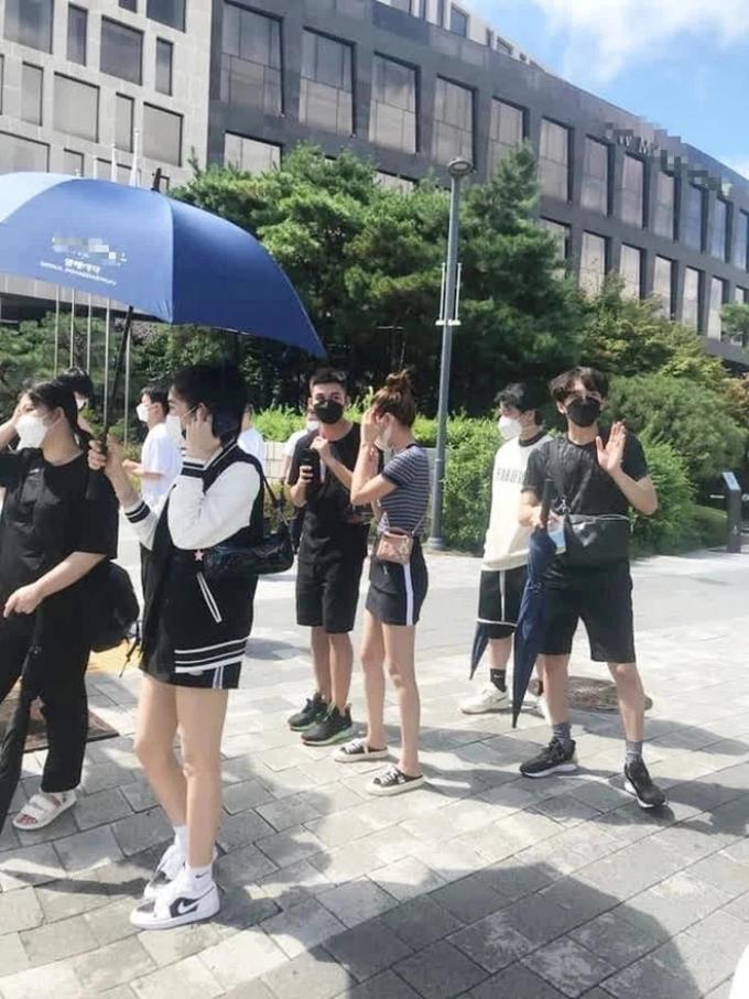 Lan Ngọc đăng ảnh cực xinh ở Hàn Quốc, fans chăm chăm tìm kiếm 1 điểm đặc biệt