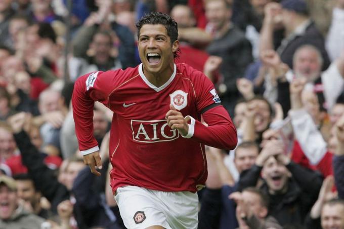 Vì sao MU quyết định đưa Ronaldo trở lại?