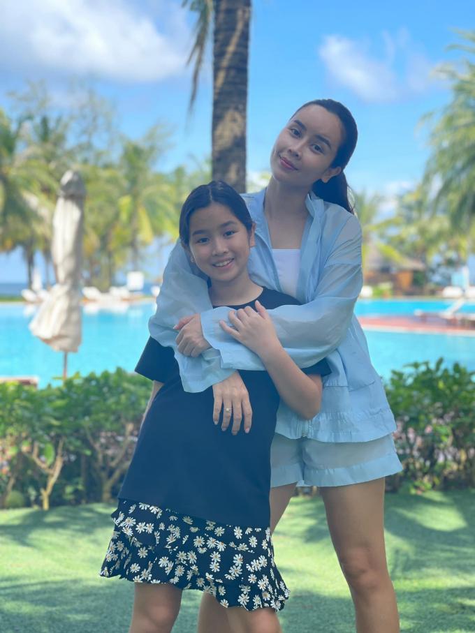 Vợ chồng Hồ Hoài Anh - Lưu Hương Giang lo lắng khi con gái phải xa nhà 2 tháng vì dịch bệnh