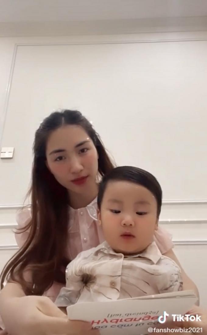 Con trai Hòa Minzy quyết làm đàn ông để bảo vệ mẹ nhưng lại khóc um khi cắt tóc tại nhà