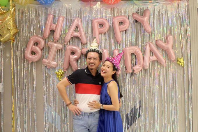 Hứa Minh Đạt vào bếp làm bánh sinh nhật tặng bà xã Lâm Vỹ Dạ nhưng có gì đó sai sai?