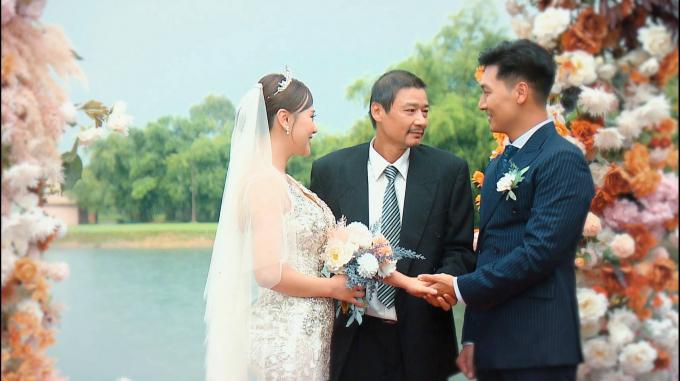 Nam hạnh phúc trong đám cưới thế kỷ, ông Sinh rơi nước mắt vì không thể cầm tay con gái lên lễ đường