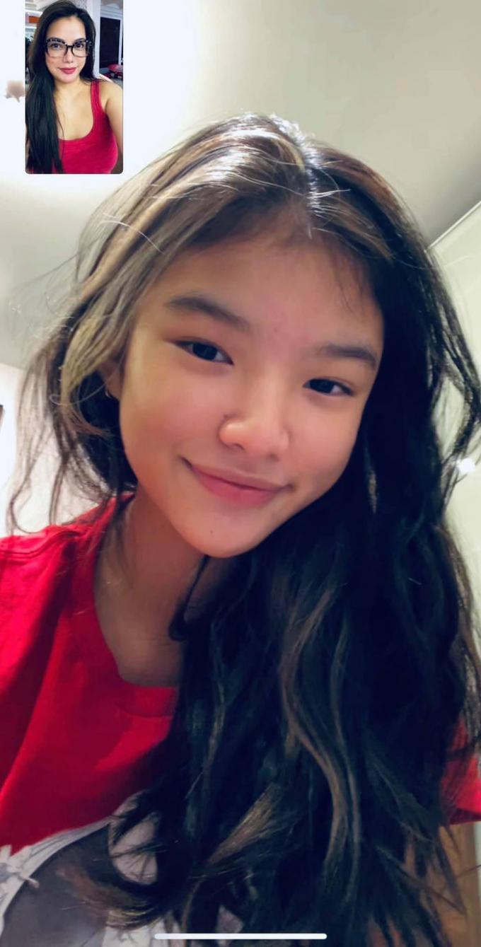Ái nữ 13 tuổi của Trương Ngọc Ánh lớn phổng phao, chân dài miên man, đầy tiềm năng thành mỹ nhân tương lai