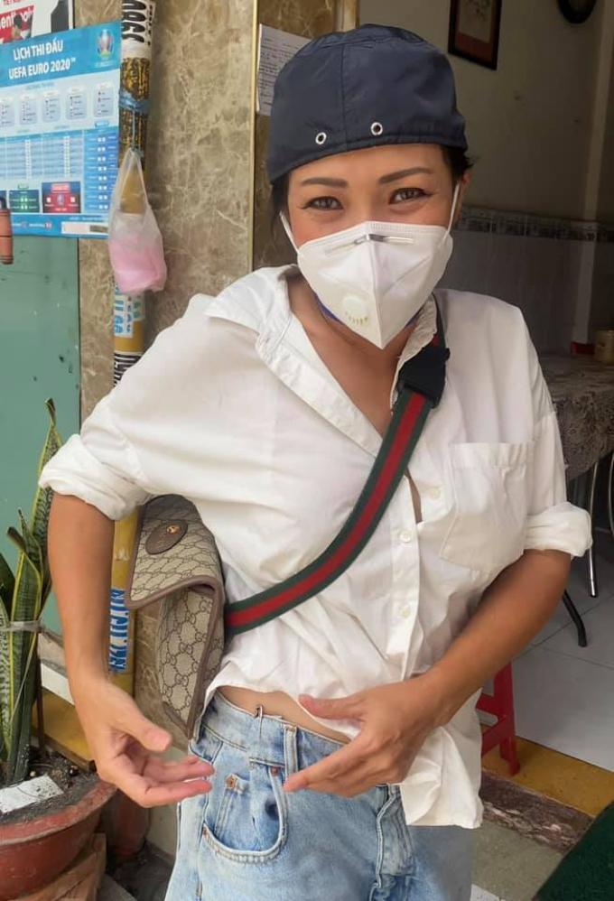 Phương Thanh cạn kiệt tiền bạc, sụt cân, da đen nhẻm sau mấy tháng lăn lộn làm từ thiện giúp bà con