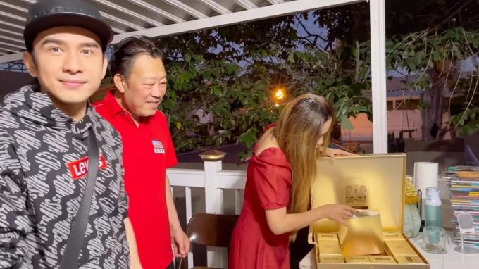 Đan Trường tái ngộ vợ chồng Thanh Thảo, tặng món quà cực ý nghĩa cho ân nhân 20 năm tại Mỹ