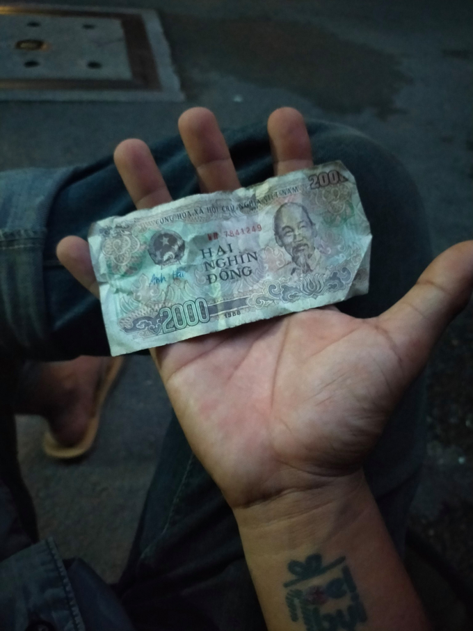 Mua tờ 2 nghìn của ông cụ, Lâm Ống Húc đấu giá lại được hơn 25 triệu đồng ủng hộ người nghèo