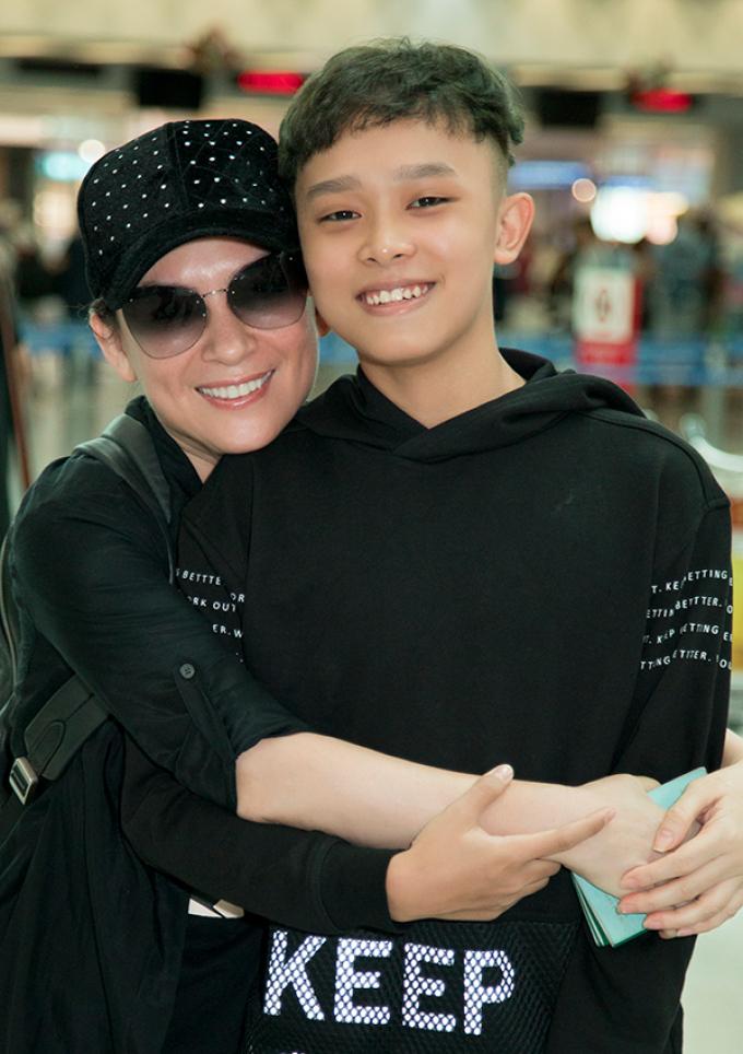 Con gái Wendy tiết lộ tình trạng sức khỏe của Phi Nhung: Mẹ đang tập thở, vẫn chưa tự ăn uống được
