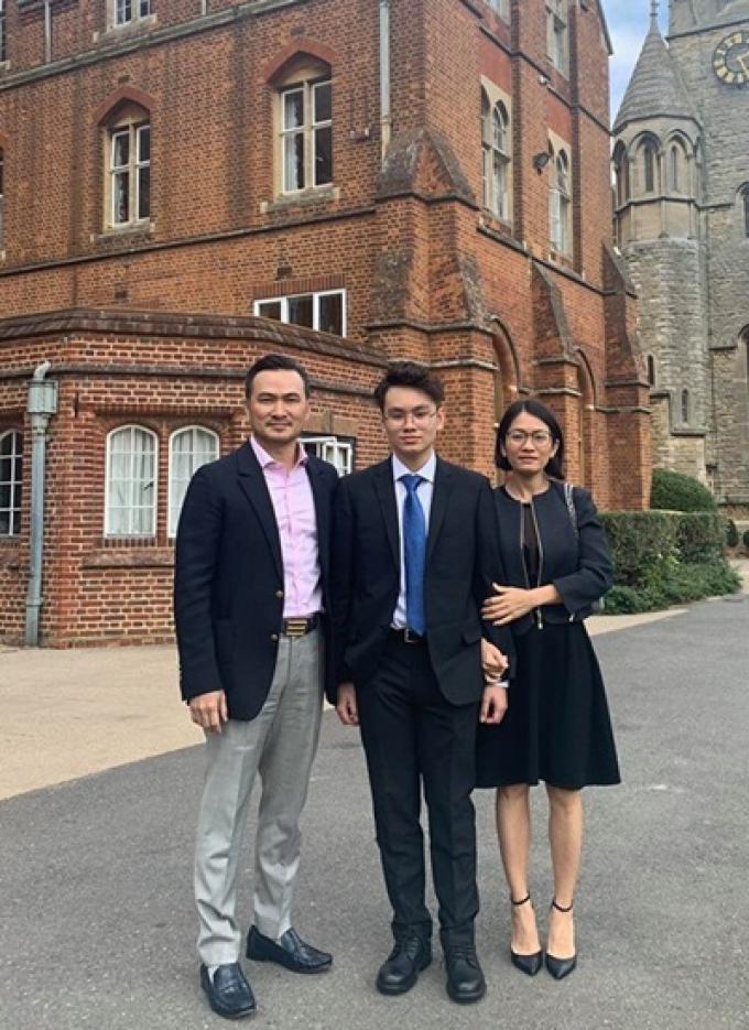 Con trai Chi Bảo sống tự lập, làm phục vụ ở Anh, thành tích học tập xuất sắc khiến bố tự hào
