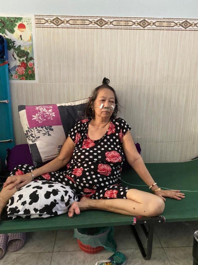 Hành trình giành lại mẹ từ cửa tử của gia đình 16 F0 tự điều trị tại nhà