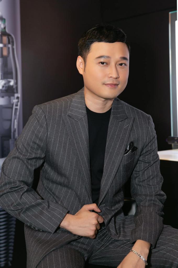Hoàng tử sơn ca Quang Vinh ở tuổi 39: Độc thân, giàu có, mải mê du lịch tận hưởng cuộc sống
