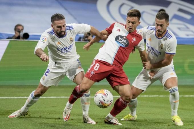 Hattrick của Benzema đưa Real lên đỉnh La Liga