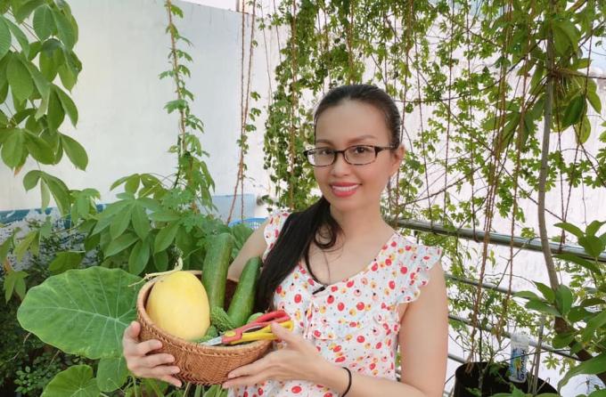 Ngưỡng mộ cuộc sống hiện tại của Cẩm Ly: Đam mê trồng cây, hái trái, âm thầm làm từ thiện