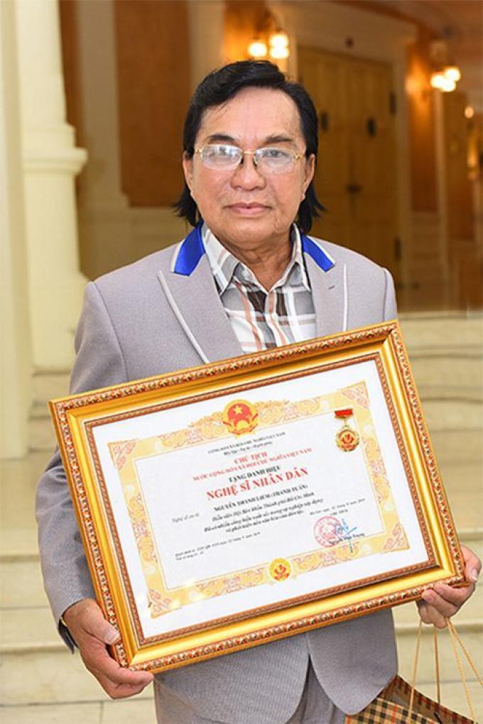 NSND Thanh Tuấn nhận danh hiệu cao quý, vẫn đi hát hội chợ