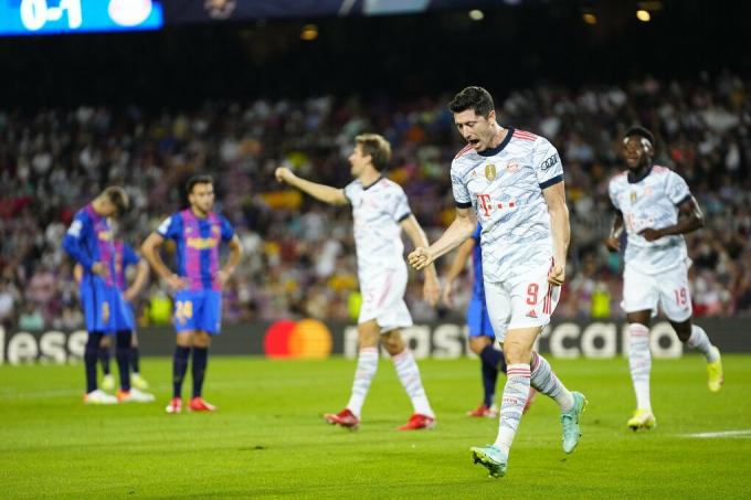 Bayern dễ dàng vượt qua Barca tại Camp Nou