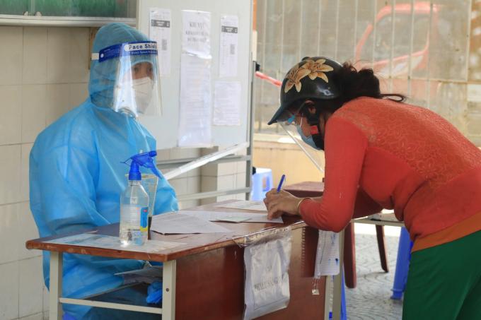 Thông báo cưng xỉu ở điểm tiêm vaccine TP.HCM đốn tim dân mạng