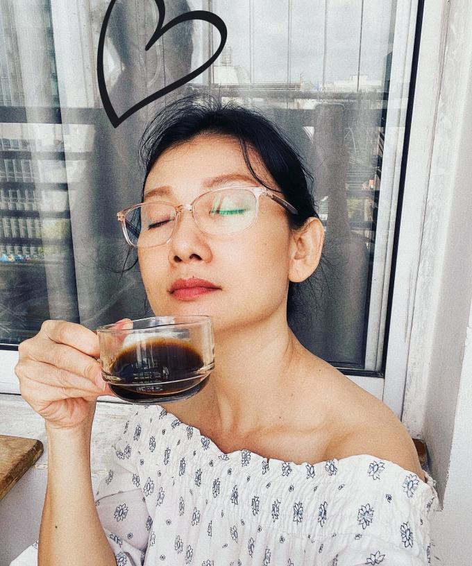 NSƯT Mỹ Uyên trẻ đẹp ở tuổi 46: Sống tiết kiệm vì khó khăn mùa dịch, vẫn yêu đời dù chưa kết hôn