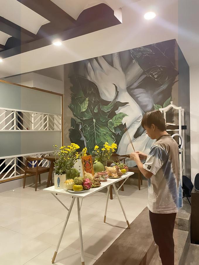 Ngày Giỗ tổ Sân khấu mùa dịch: Dàn sao hải ngoại tụ họp, Lý Hải, Thu Trang và đồng nghiệp cúng tại nhà