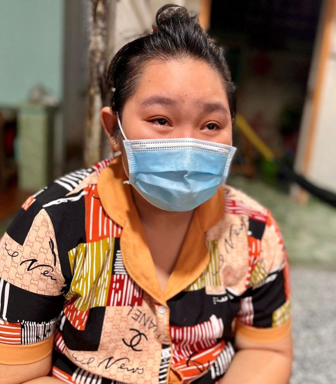 Cô bé 14 tuổi ở TP.HCM mất cả ông bà, cha mẹ chỉ trong 1 tháng vì Covid-19