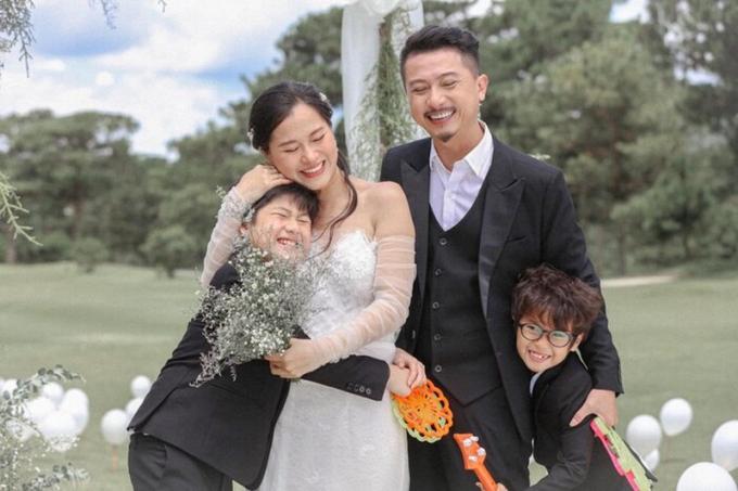 Hứa Minh Đạt tự hào hé lộ quan hệ của bà xã Lâm Vỹ Dạ với mẹ chồng: Lúc đầu, áp lực lắm