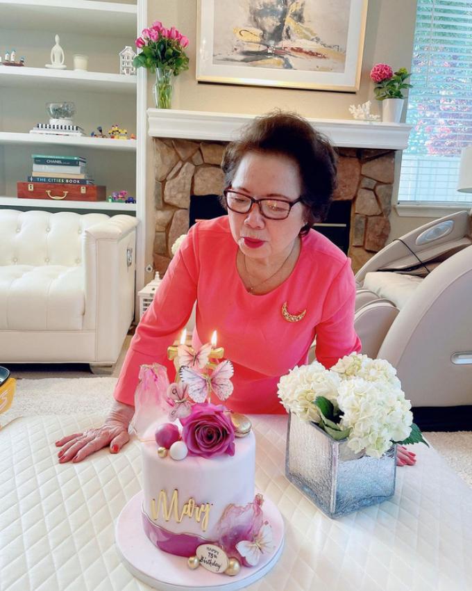 Phạm Hương lần đầu khoe ảnh quý tử chơi cùng bà nội, khéo khoe quan hệ mẹ chồng, nàng dâu tốt đẹp
