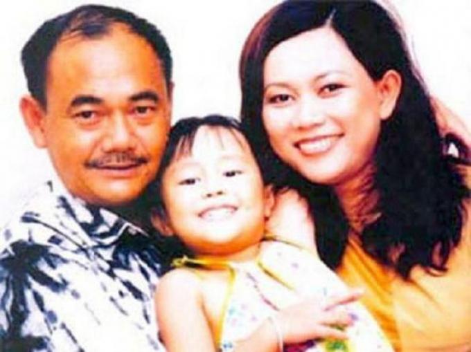 NSND Việt Anh - ông Mạnh trong Mùi ngò gai: Từng ly hôn và quen người yêu nhỏ hơn 18 tuổi ở U70