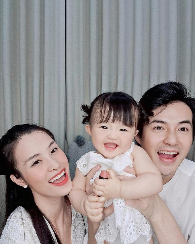 Đông Nhi gọi bé Winnie là chị Hai, fans chúc mừng bà xã Ông Cao Thắng mang bầu, sự thật ra sao?