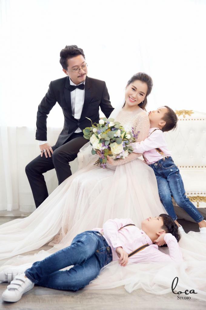 Hứa Minh Đạt kể chuyện cưới Lâm Vỹ Dạ: May mắn như định mệnh, duyên số cho 2 đứa khùng đến với nhau