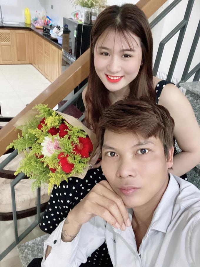 Vợ bị học trò tia trên livestream, Lộc Fuho có cách ghen cực dễ thương