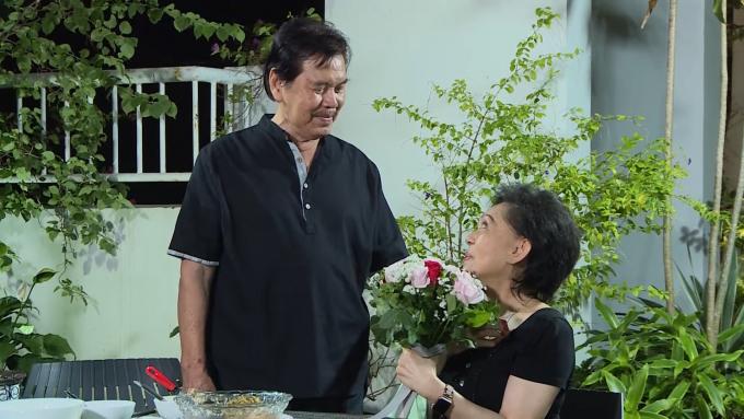 Danh ca Giao Linh khóc nghẹn bên linh cữu chồng, dành tặng bài hát đặc biệt đưa tiễn bạn đời