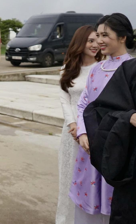 Diện áo dài trắng tại Hàn Quốc, Lan Ngọc chiếm spotlight với visual đỉnh dù chỉ ké hình