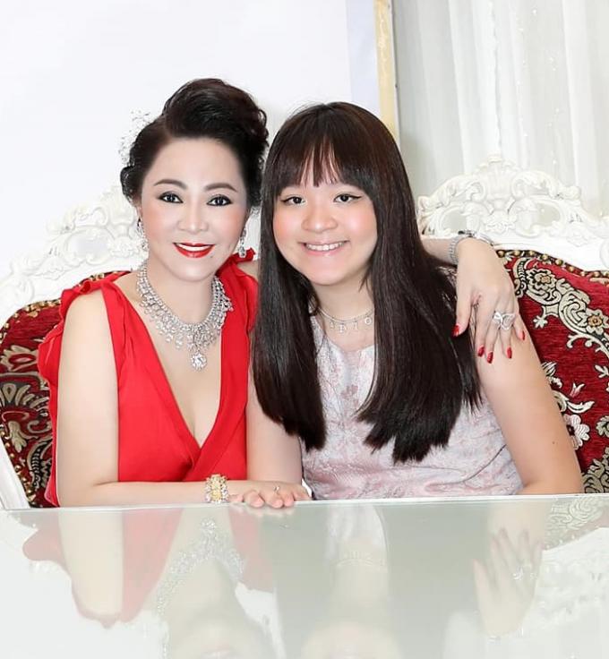 Mặc kệ thị phi, bà Phương Hằng viết tâm thư cho con gái: Mọi nữ trang mẹ có, mẹ để lại cho con