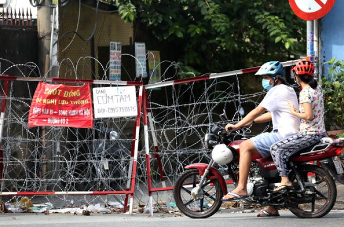 Tháo gỡ rào chắn ở TP.HCM: Dỡ bỏ chướng ngại vật và tâm lý nặng nề cho người dân