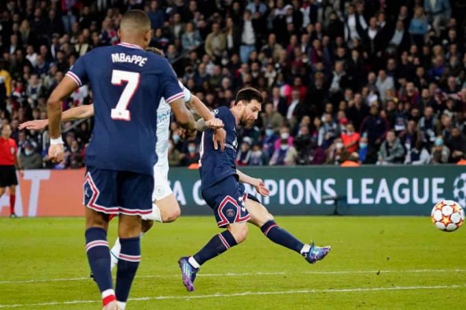 Messi giúp PSG vượt qua Man City