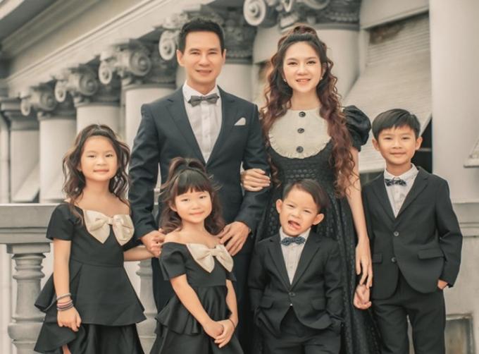 Lý Hải hạnh phúc đón tuổi 53, tổ chức sinh nhật trong rừng Đà Lạt cùng vợ con