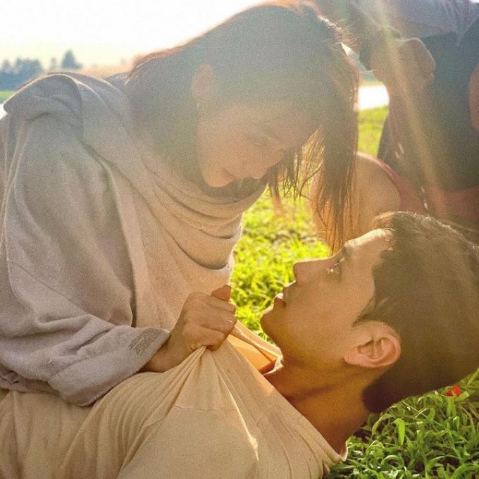 """Hai cặp đôi hot nhất phim Việt giờ vàng: Người lạnh nhạt, kẻ dính tin đồn """"phim giả tình thật"""""""