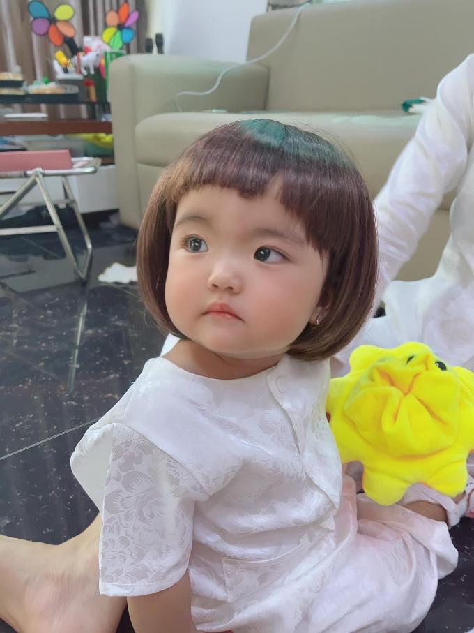Con gái Mạc Văn Khoa khoe tóc mới, fans dự đoán: Minnie soán ngôi cây hài của bố trong tương lai