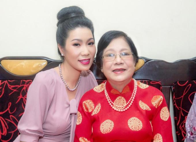 Mẹ của NSƯT Trịnh Kim Chi qua đời, NSND Hồng Vân, Lê Phương cùng nhiều sao Việt chia buồn