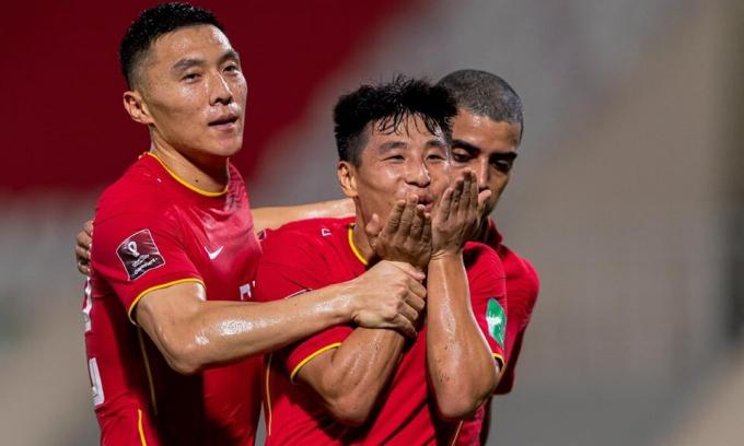 Việt Nam thua Trung Quốc ở phút bù giờ
